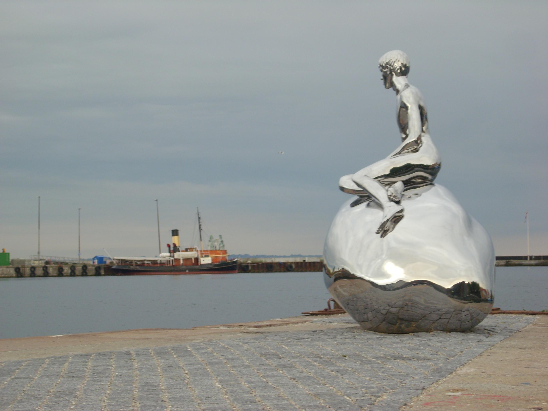 Das männliche Pendant zur Mermaid in Kopenhagen sitzt in Helsingør