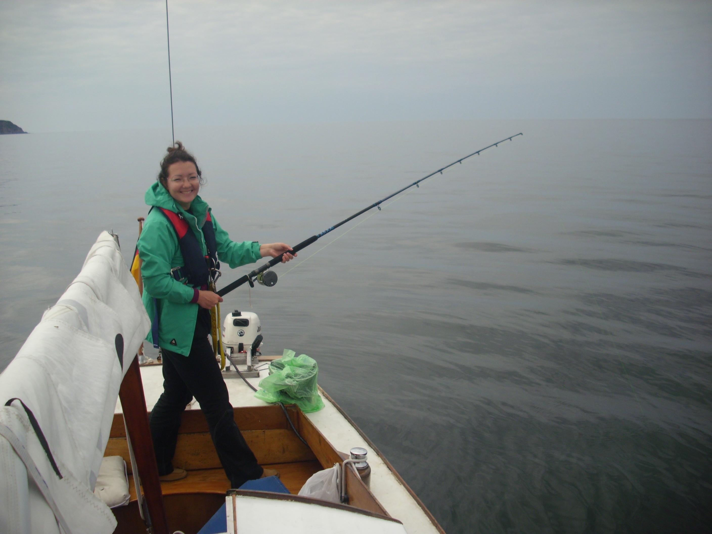 Mascha auf der Jagd nach ihrer ersten Makrele
