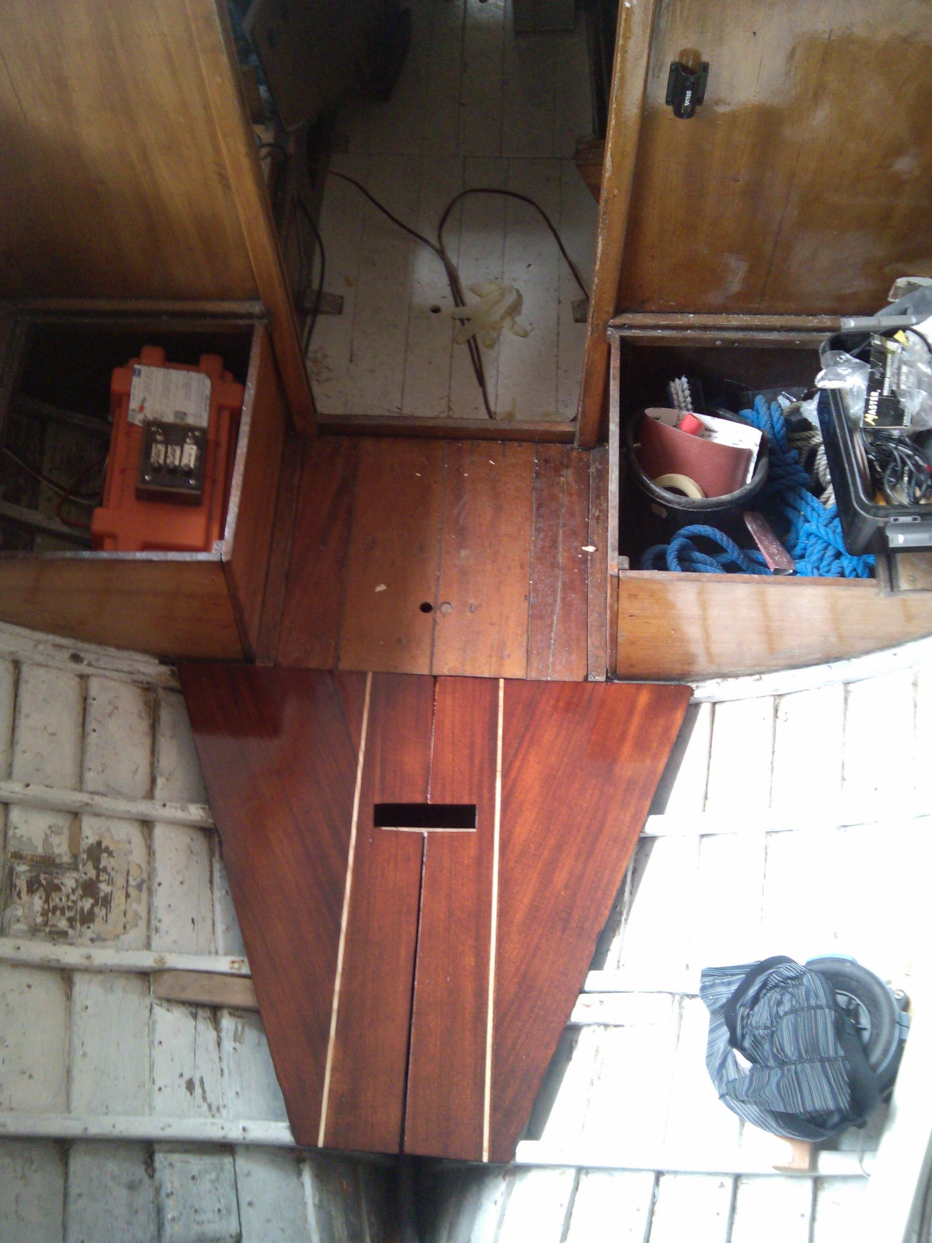 überarbeitete und altes Bodenbrett aus dem Cockpit